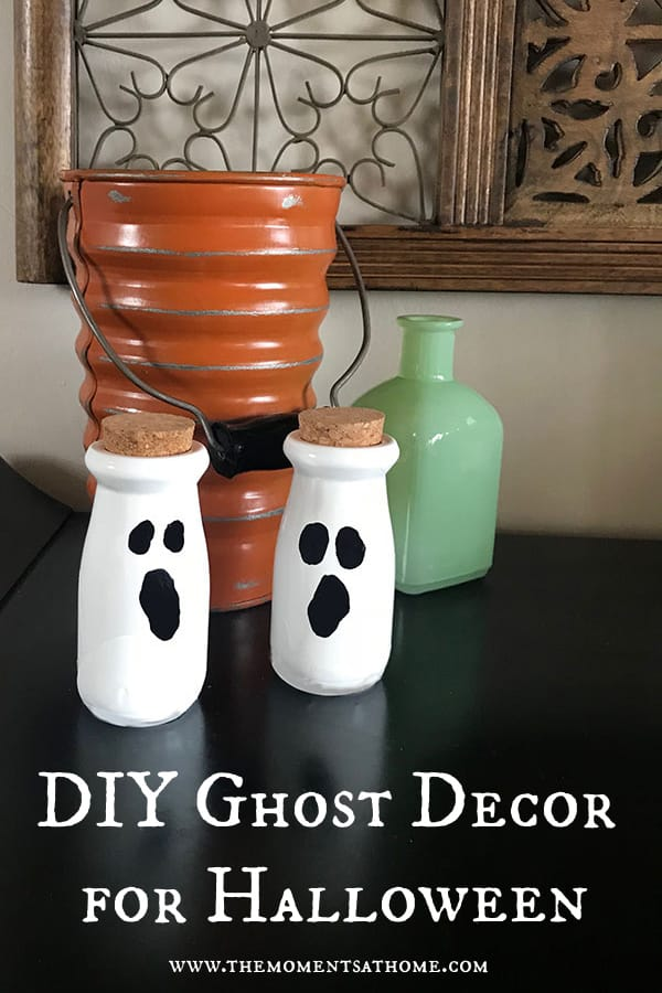 DIY ghost decoration for Halloween.